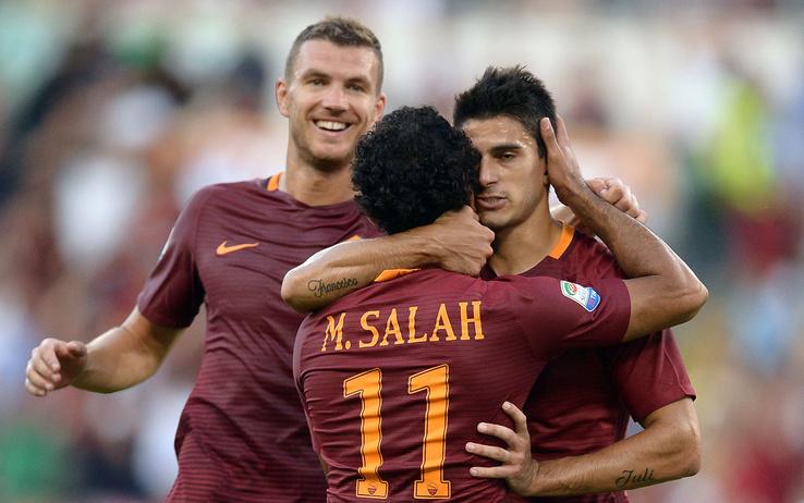 Fantacalcio: Mohamed Salah festeggiato dai compagni