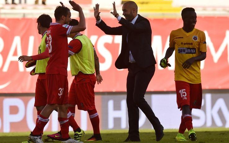 Cristian Bucchi ed i giocatori del Perugia festeggiano