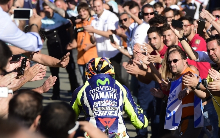 Rossi incanta Valencia: una (inutile) rimonta da urlo fotogallery   Sky  Sport