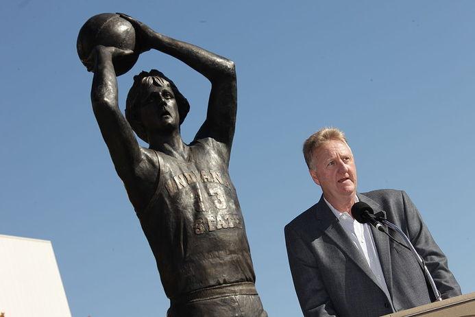 Larry Bird all'inaugurazione della sua statua a Indiana State