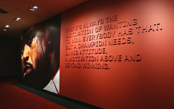 Shaquille O'Neal nei corridoi dell'American Airlines Arena